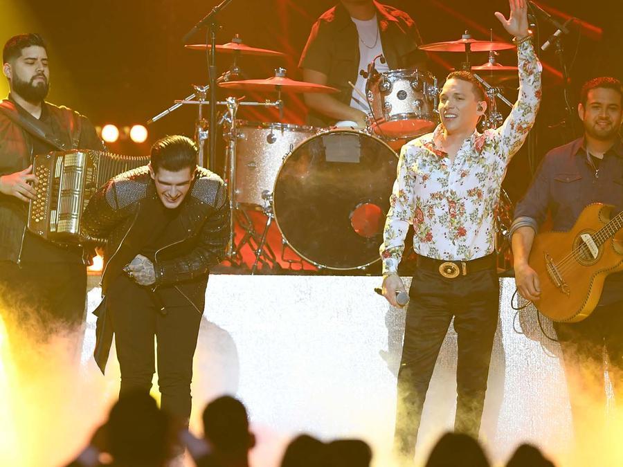 Adriel Favela y Javier Rosas en Premios Billboard 2019
