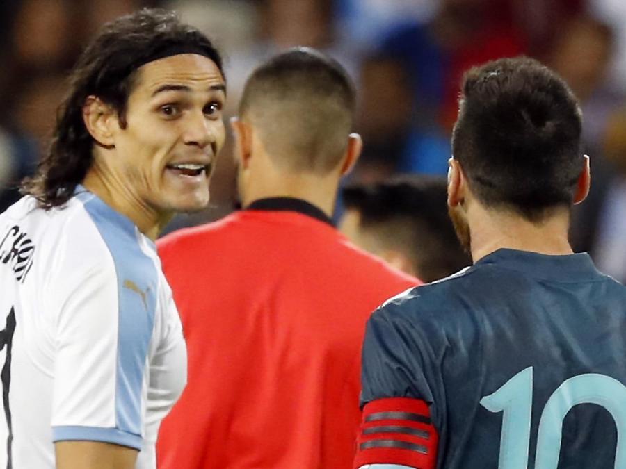 Messi discute con Cavani