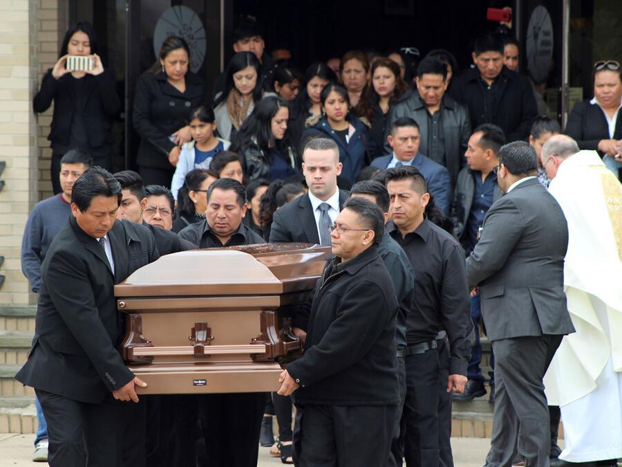 El funeral del joven Justin Llivicura, en East Patchogue, Nueva York, el 19 de abril del 2017. Su muerte se le atribuyó a pandilleros de la MS-13. A la banda se le responsabilizó por al menos una docena de muertes en Long Island.