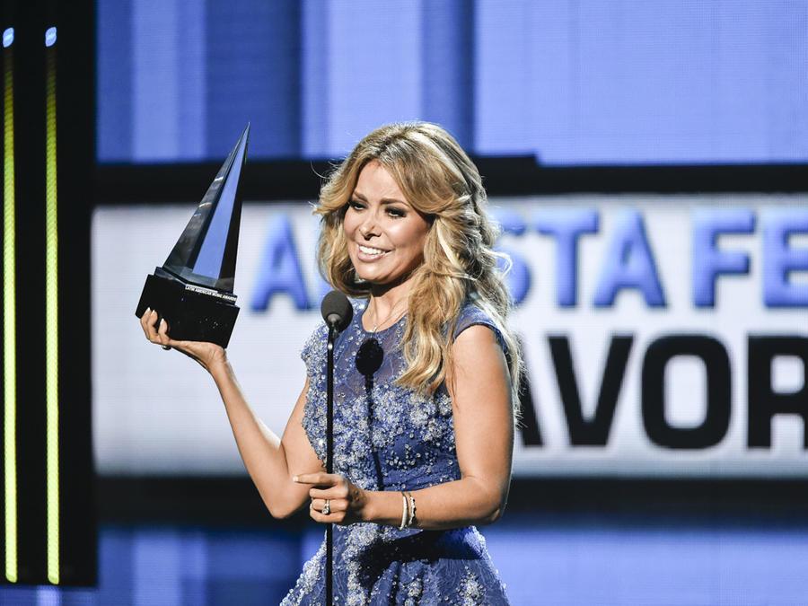 Gloria Trevi gana en los Latin AMAs 2015