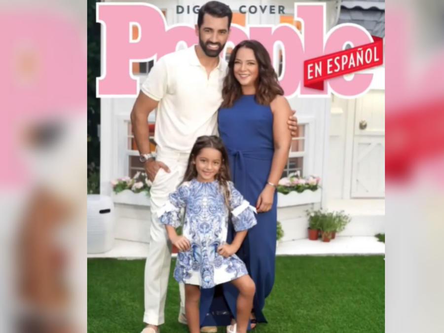 Adamari López, Alaïa y Toni Costa en la portada de 'People en Español'