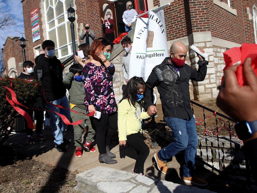 Alex García abandona la iglesia Unida de Cristo en Maplewood, Missouri