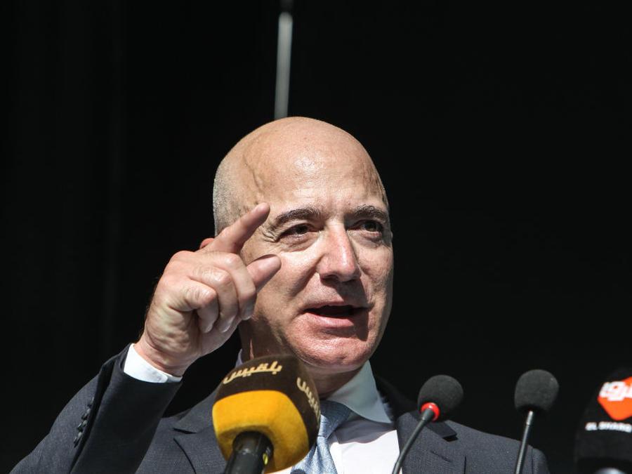 El investigador contratado por Bezos asegura que los mensajes íntimos del multimillonario fueron obtenidos por Riad para vengarse de él por la cobertura de The Washington Post del asesinato de un periodista saudita.