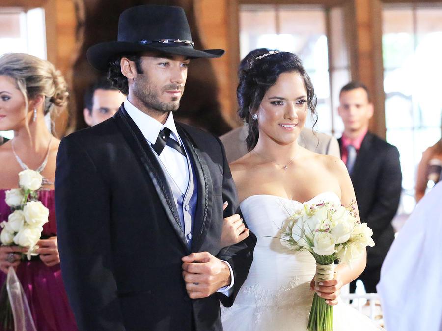 Aarón Díaz y Ana Lorena Sánchez casándose en Tierra de Reyes
