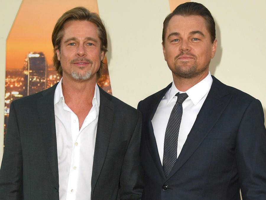 """Brad Pitt y Leonardo DiCaprio posando en la premier de """"Once Upon a Time in Hollywood"""""""