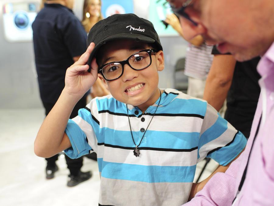 Jonael Santiago en el mundo emoji de Premios Tu Mundo 2015