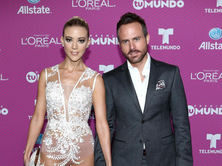 Fernanda Castillo and Erick Hayser on the blue carpet of Premios Tu Mundo 2015