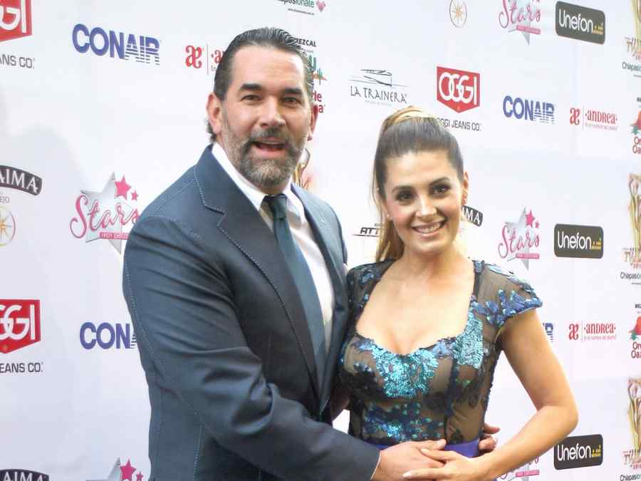 Mayrín Villanueva y Eduardo Santamarina