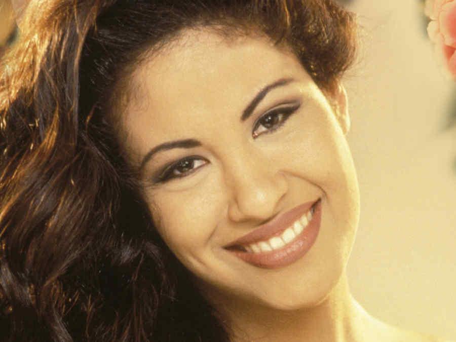 Selena Quintanilla en la portada de su disco.