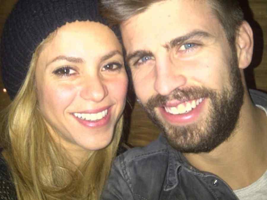 Shakira y Gerard Piqué tomando un selfie