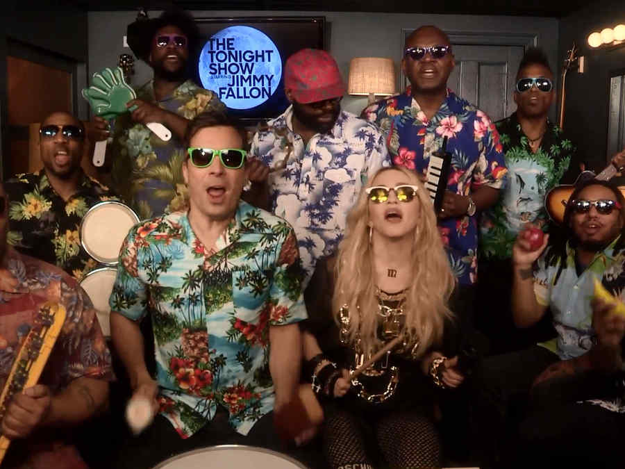 Madonna, Jimmy y The Roots cantando 'Holiday' en 'The Tonight Show'
