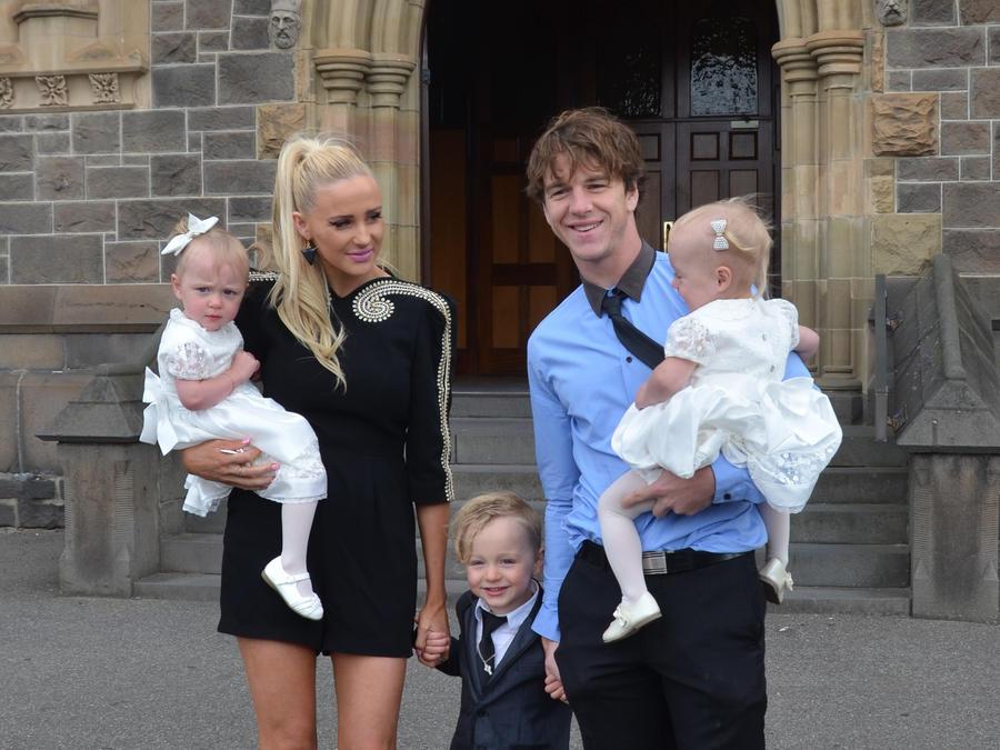Annie Nolan, sus tres hijos y su esposo