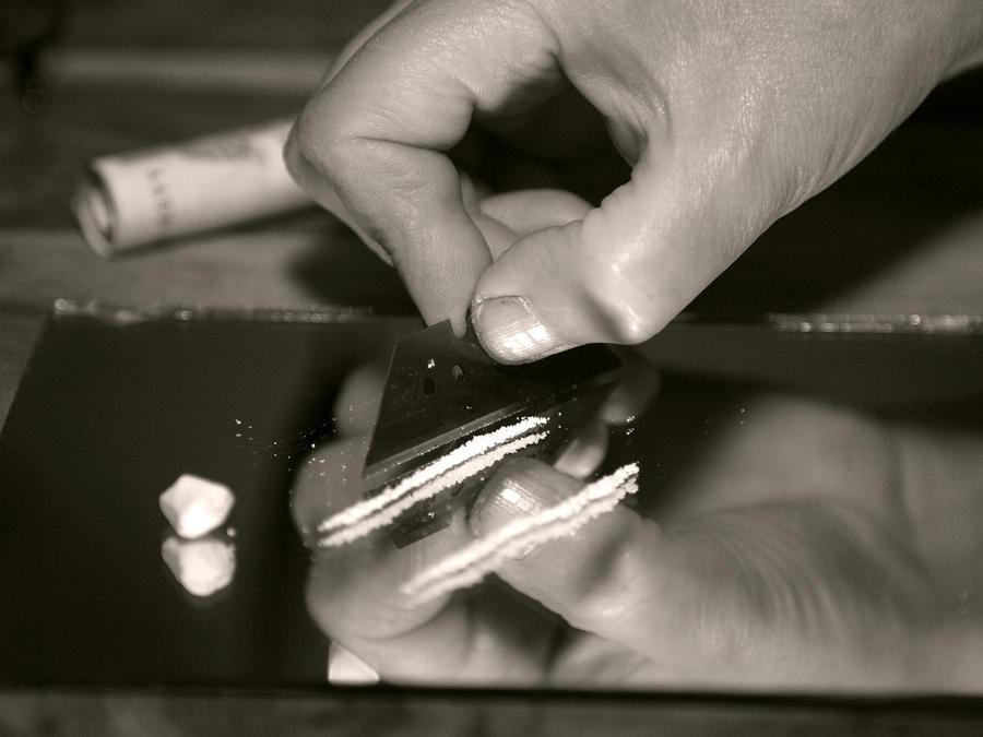Foto de archivo: Cocaína encima de una superficie