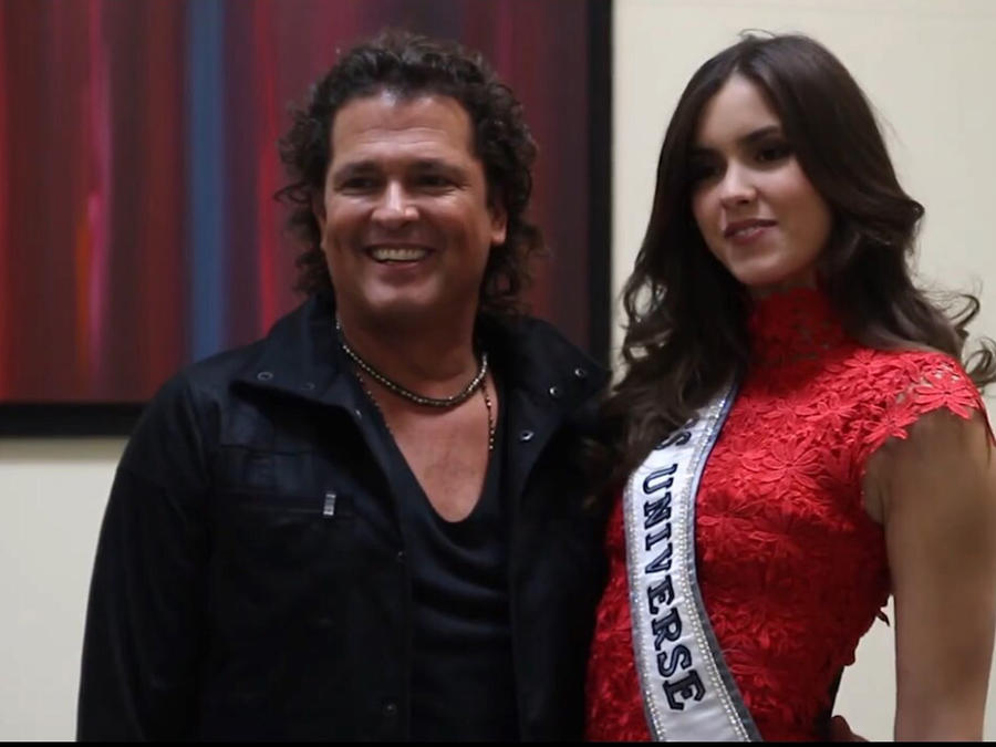 Carlos Vives junto a Paulina Vega, Miss Universe 2015