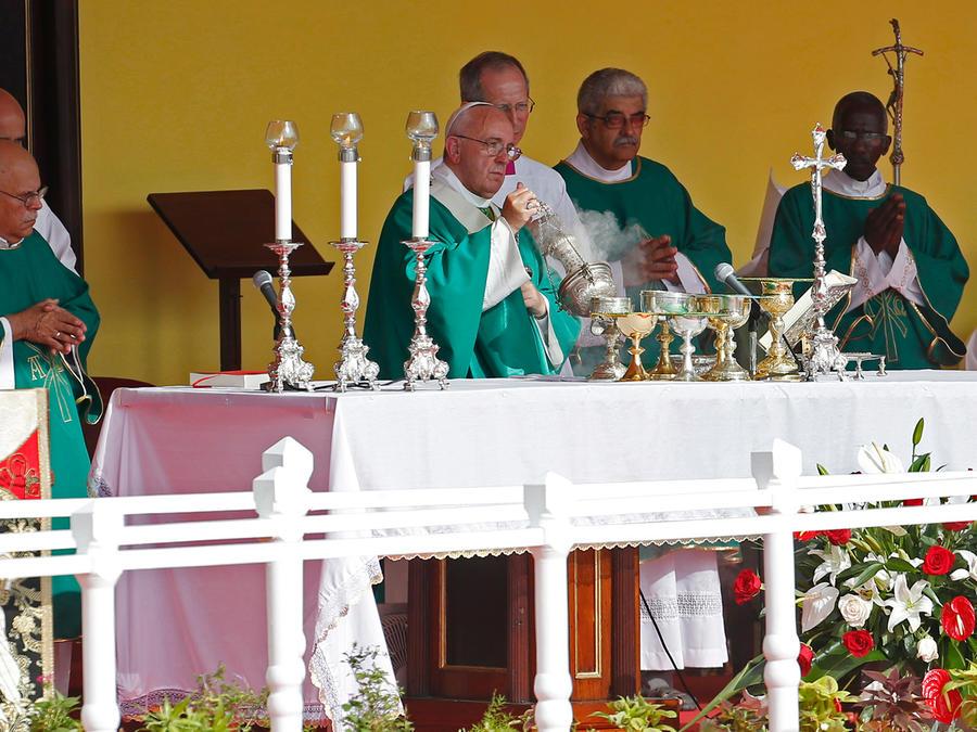 El papa Francisco oficia la misa en la Plaza de la Revolución en La Habana, Cuba el Domingo 20 de Septiembre