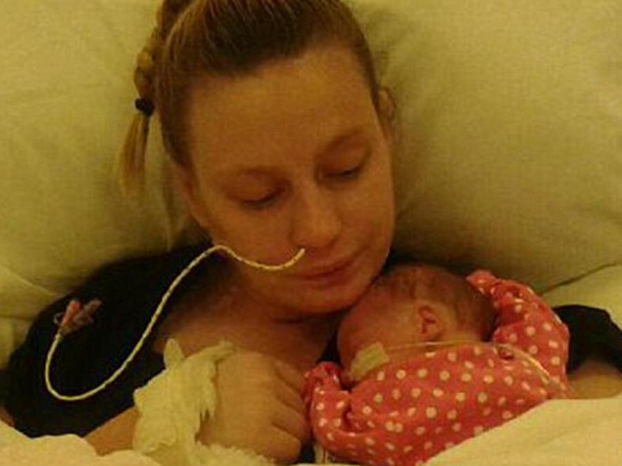 Colvina jolin despierta del coma siente semanas después de dar a luz