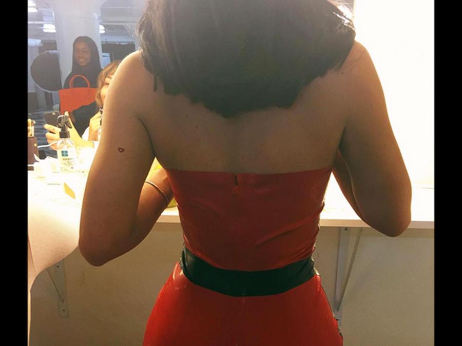 Kylie Jenner con vestido rojo de látex