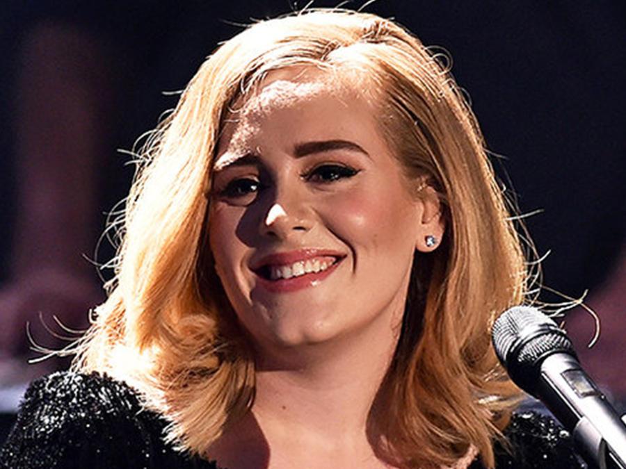 Adele durante la grabación de un programa en Alemania