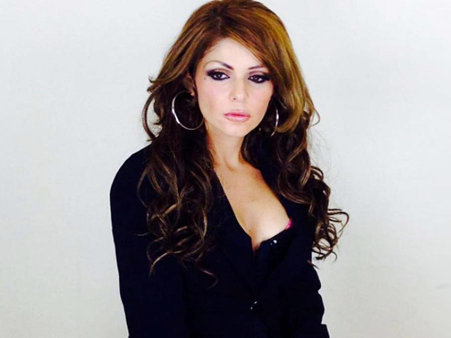 Itatí Cantoral caracterizada como Jenni Rivera