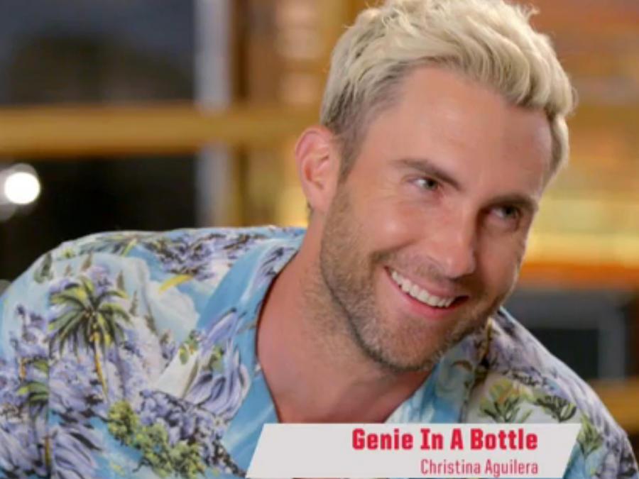 Adam Levine interpreta la canción de Christina Aguilera