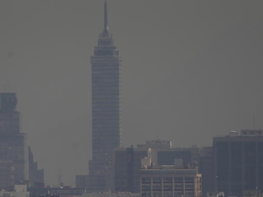 La imagen muestra la poca visibilidad en Ciudad de México debido a la contaminación ambiental
