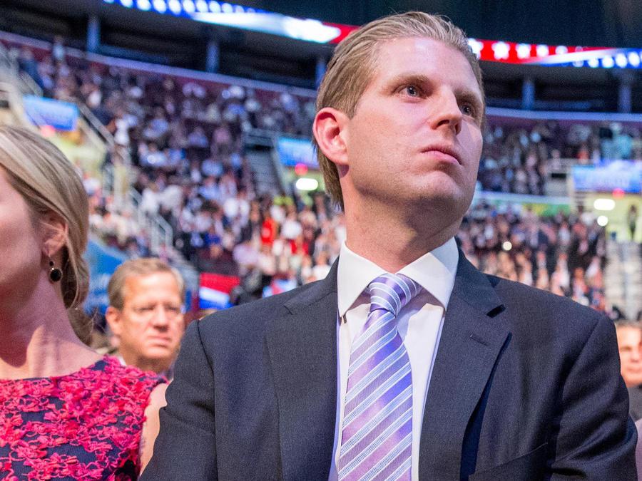 Ivanka y Eric Trump entre los asistentes al primer debate republicano en el 'Quicken Loans Arena' en Cleveland, Ohio el 6 de Agosto del 2015
