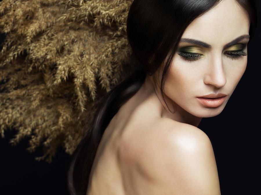 Mujer con labios nude