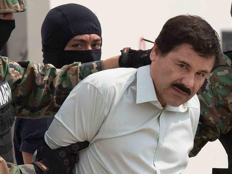 """Joaquín """"El Chapo"""" Guzmán en el aeropuerto internacional de México"""