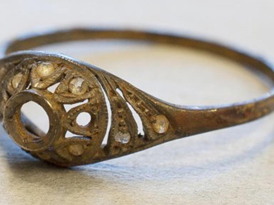 anillo que pertenecio a victima de exterminio