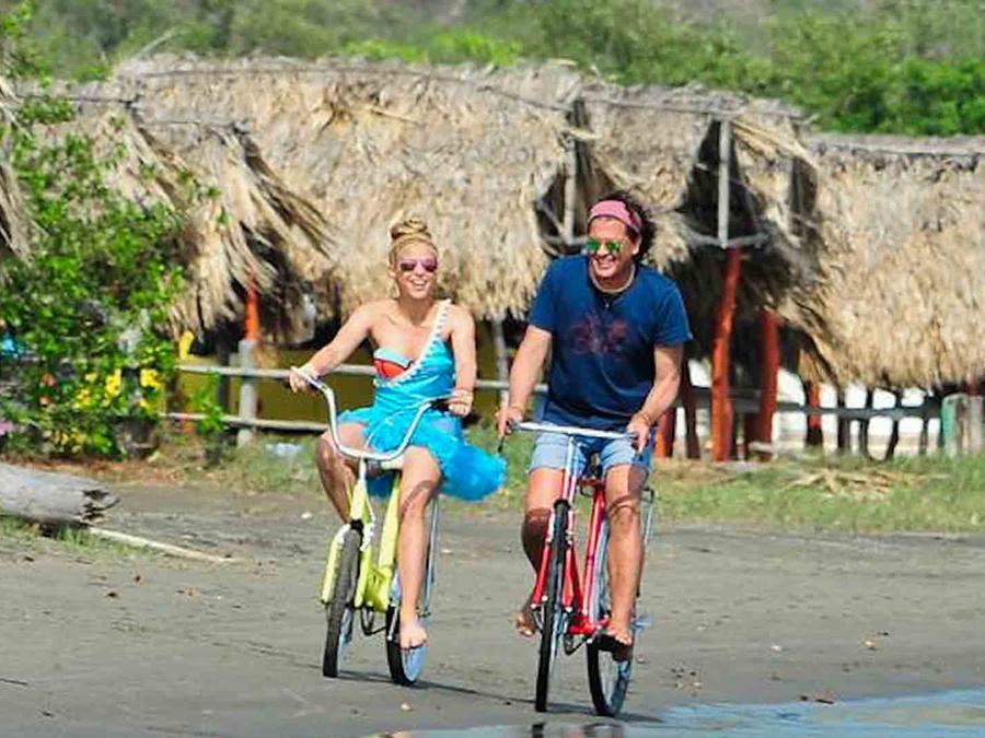 Shakira And Carlos Vives La Bicicleta