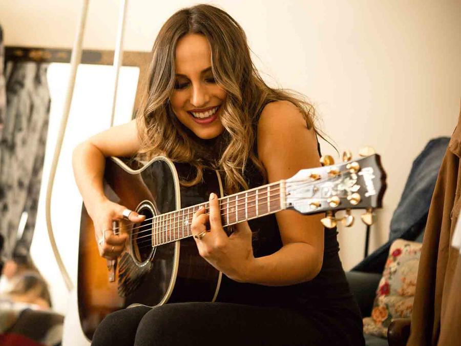 Angelica Raje - El Maestro S2