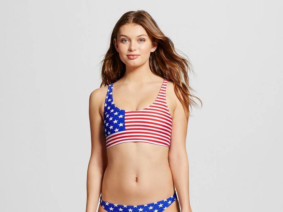 Niña con bikini patriótico