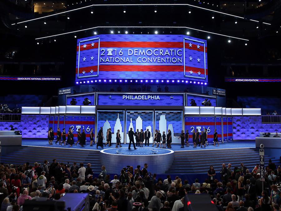 Un coro se prepara para dar inicio oficial a la Convención Demócrata eb Philadelphia, Pennsylvania el lunes 25 de Julio del 2016