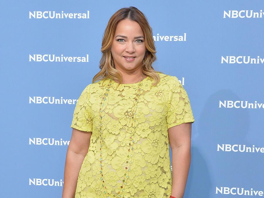 Adamari López con vestido amarillo
