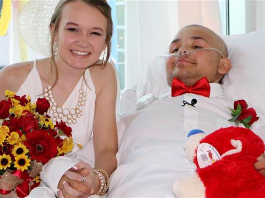 La boda de Swift y Abbie Myers en el hospital pediátrico de Tulsa
