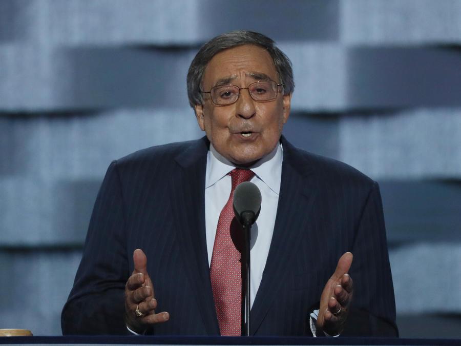 El ex director de la CIA, Leon Panetta habla en la Convención Demócrata.