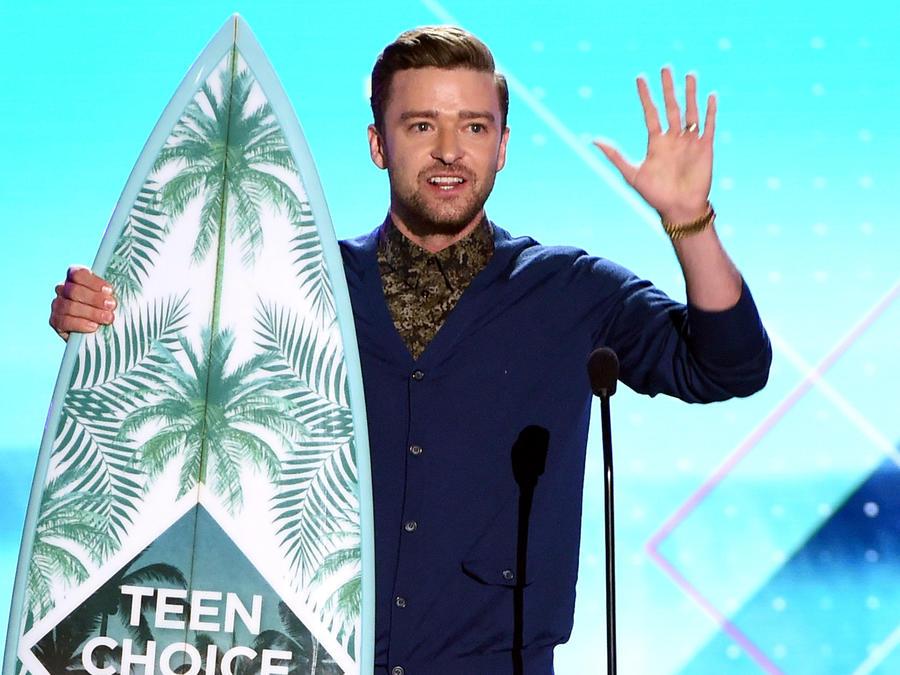 Justin Timberlake recibiendo su premio Teen Choice 2016