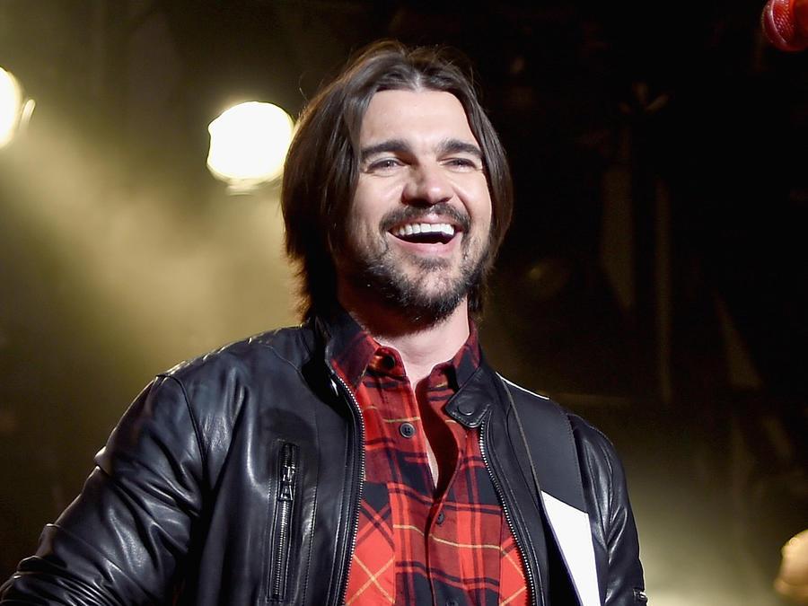 Juanes sonriendo en su concierto en el Madison Square Garden