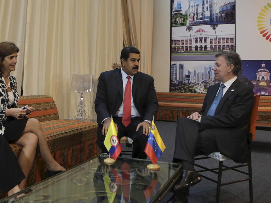 El presidente de Venezuela, Nicolás Maduro, y su homólogo de Colombia, Juan Manuel Santos, en una reunión en Ecuador el 27 de Enero del 2016
