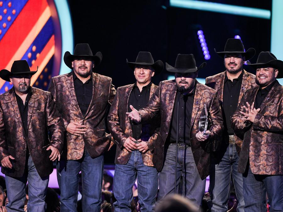 Grupo Intocable Premio El Poder En Ti - Premios Tu Mundo 2016