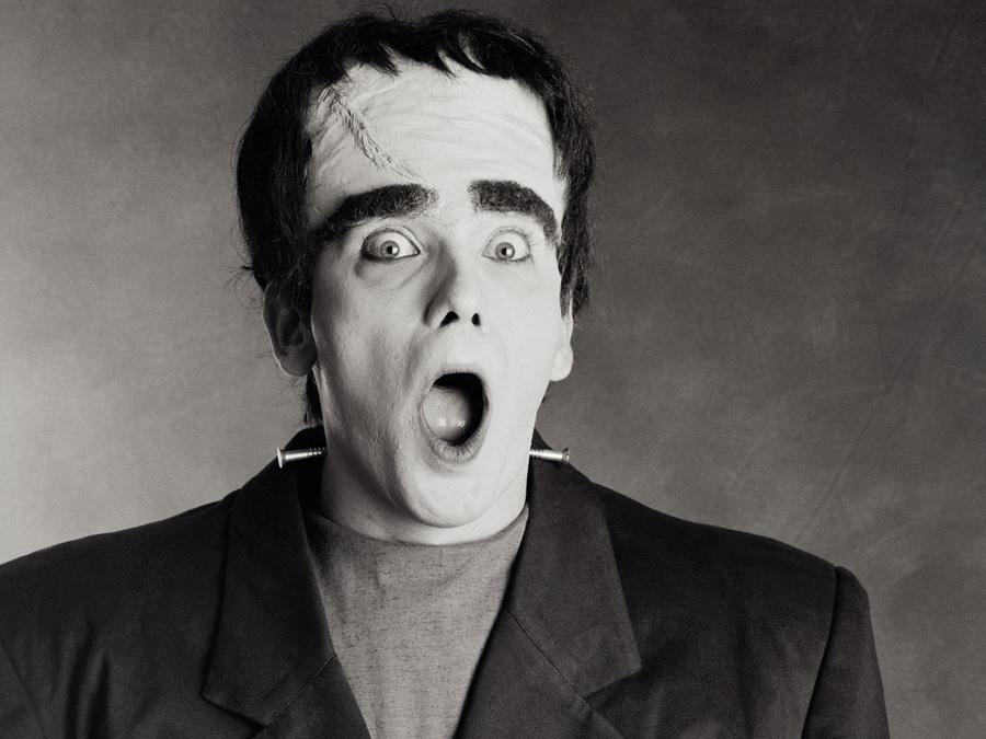 Hombre disfrazado como Frankenstein, sorprendido
