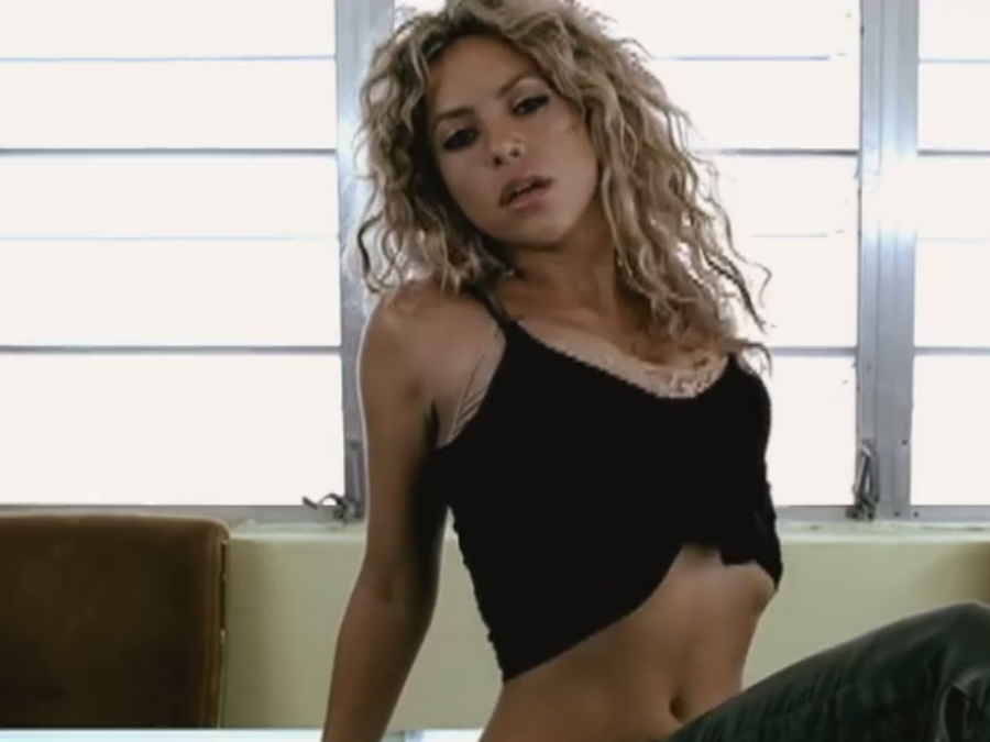 Shakira en el video La Tortura