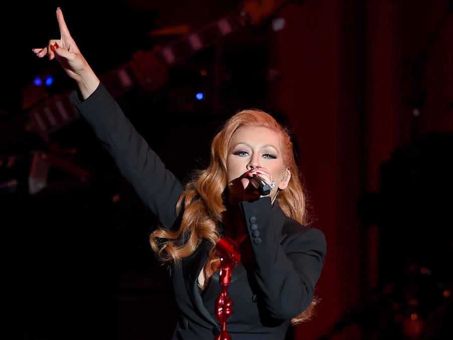 """Christina Aguilera cantando en el evento """"Hillary Clinton: She's With Us"""""""