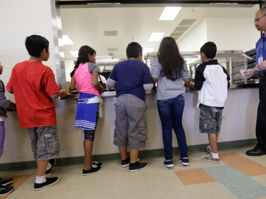 Niños en el centro de detención Karney de Texas