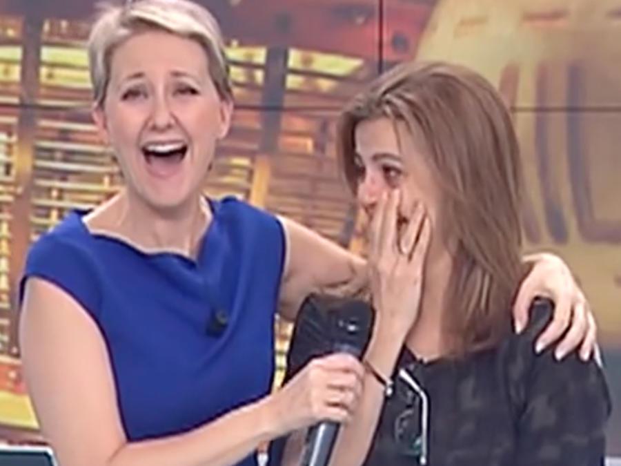 Conductora de tv se entera al aire que ganó la lotería