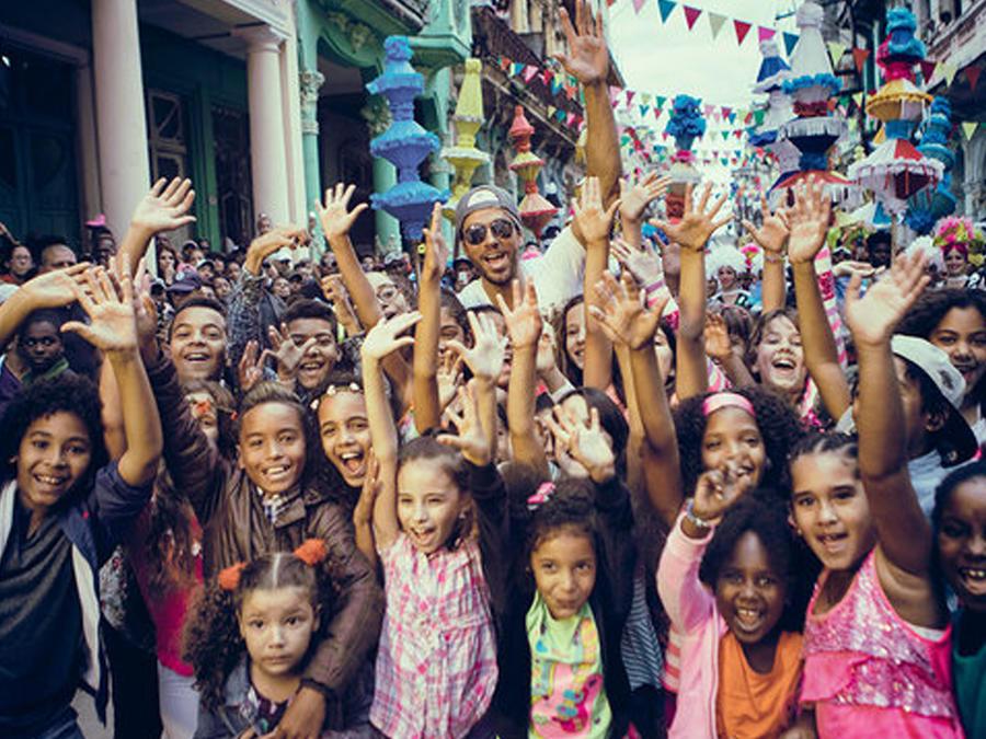 """Enrique Iglesias en La Habana, Cuba filmando el video """"Subeme la radio"""""""