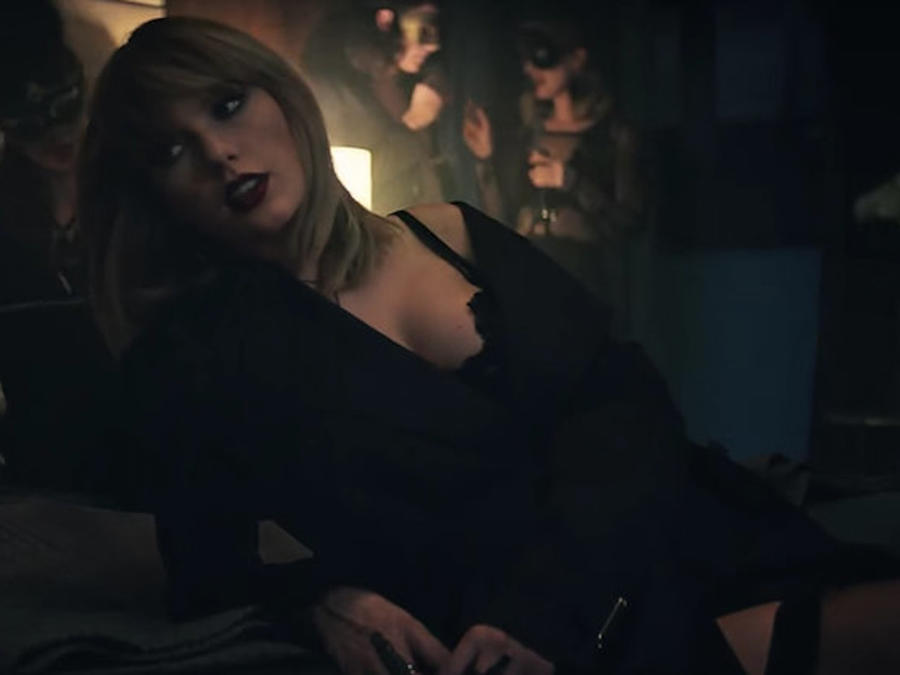 Taylor Swift en el video I don't want to live forever