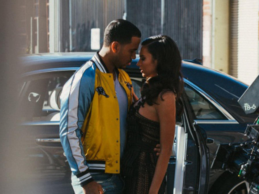 """Romeo Santos y Genesis Rodriguez en el video """"Heroe Favorito"""""""