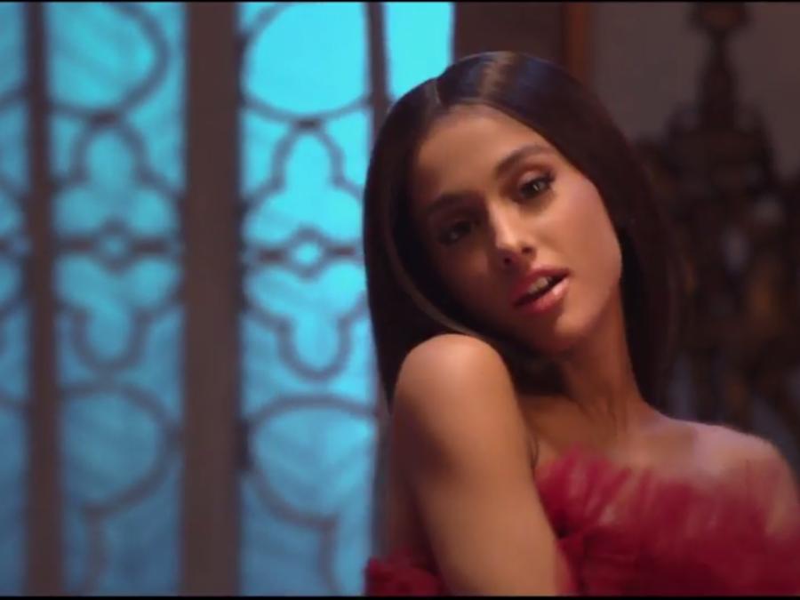 Ariana Grande en el video Beauty and the Beast 2017
