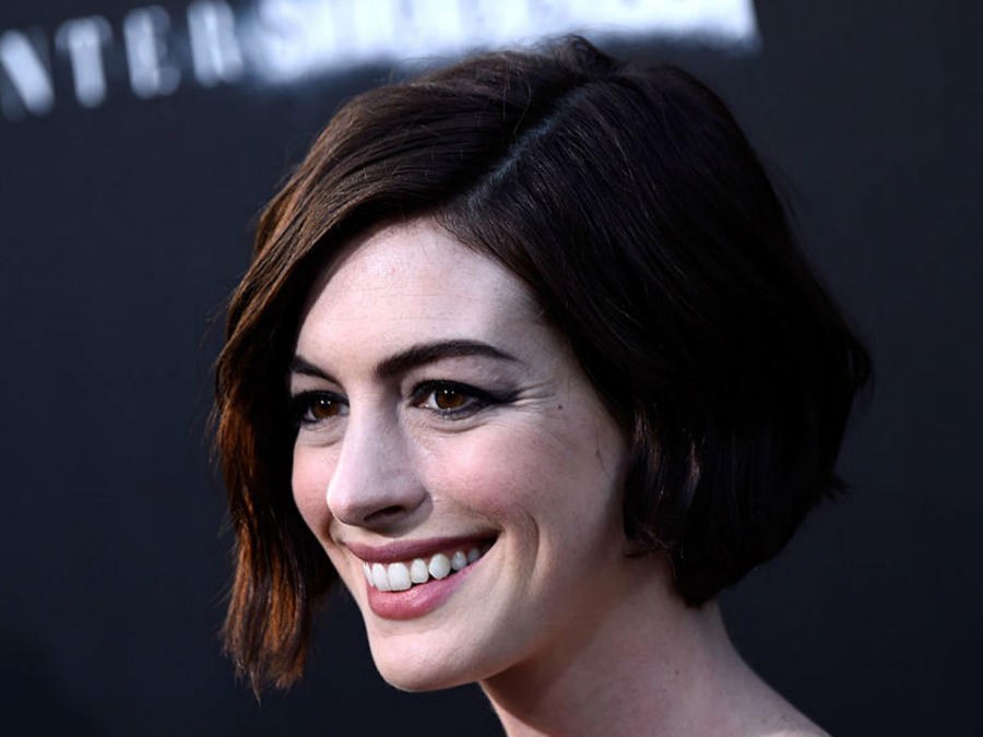 Anne Hathaway de perfil
